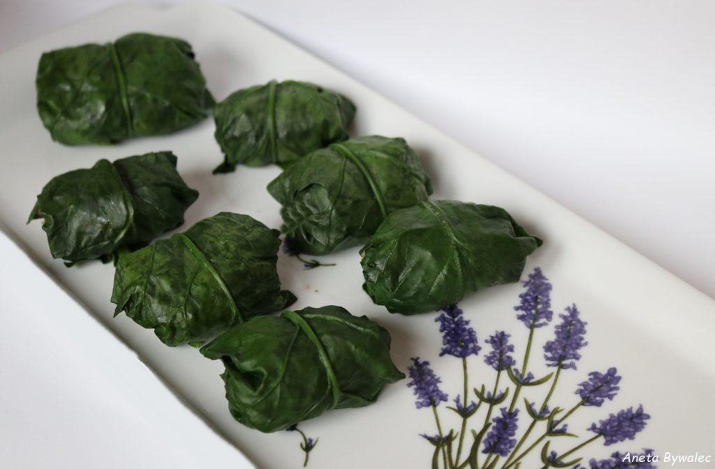 wegańskie mini gołąbki w liściach szpinaku